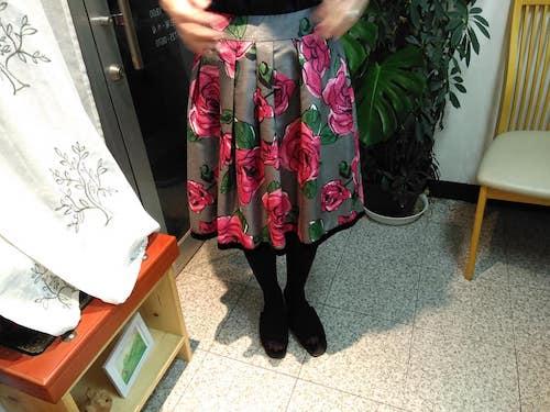 バラ柄のスカート