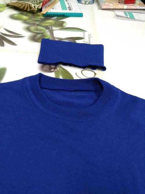 青色のセーター