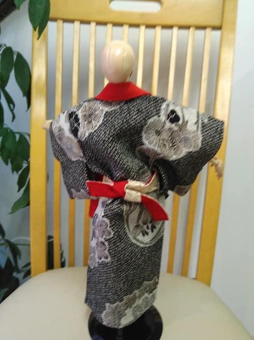 いなせな和服の人形