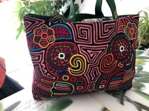 手刺繍の布でつくったバッグ