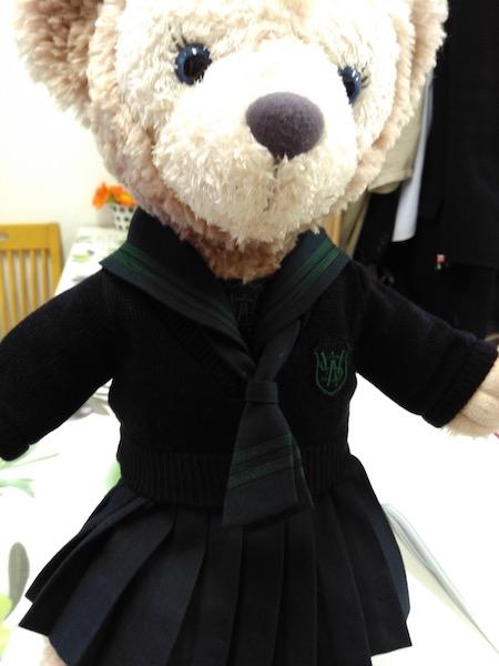制服を着た人形