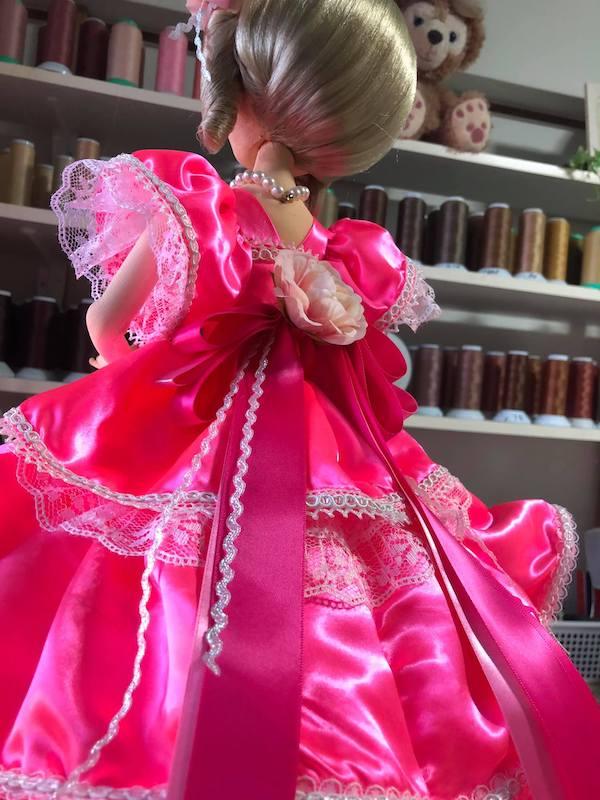 ドレスのフランス人形