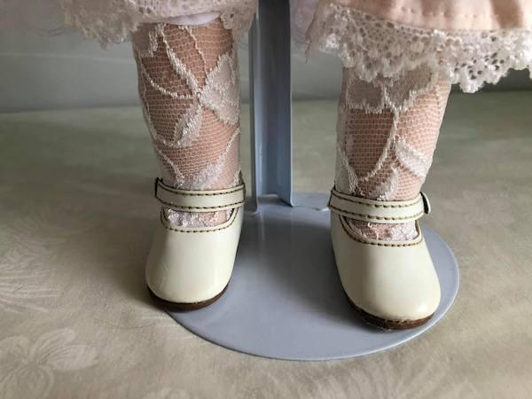 修理後)割れた足も元通りになりました。 壊れた靴も治りましたよ。