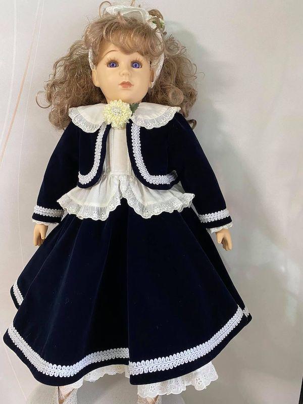 アフター とても上品なお人形深い紺色がお似合いです