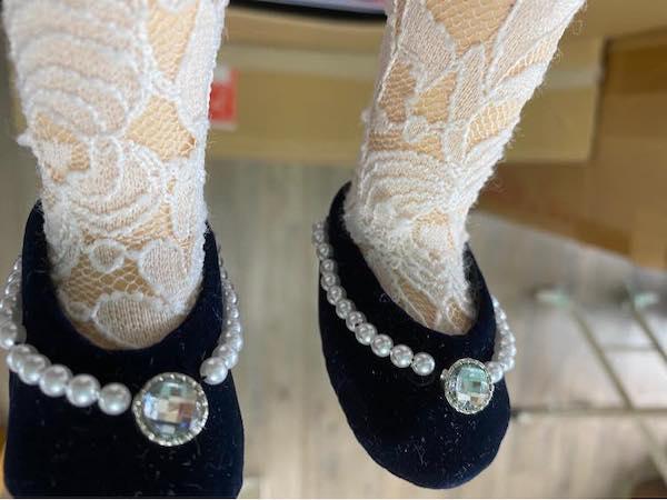 アフター お揃いの靴のオーダーをお受けしました。 ドレスとのバランスや色々良い感じの靴が出来上がりました。気に入ってくれますか?